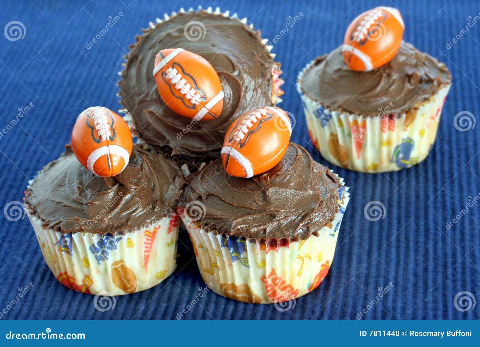 Gâteaux de chocolat avec les football