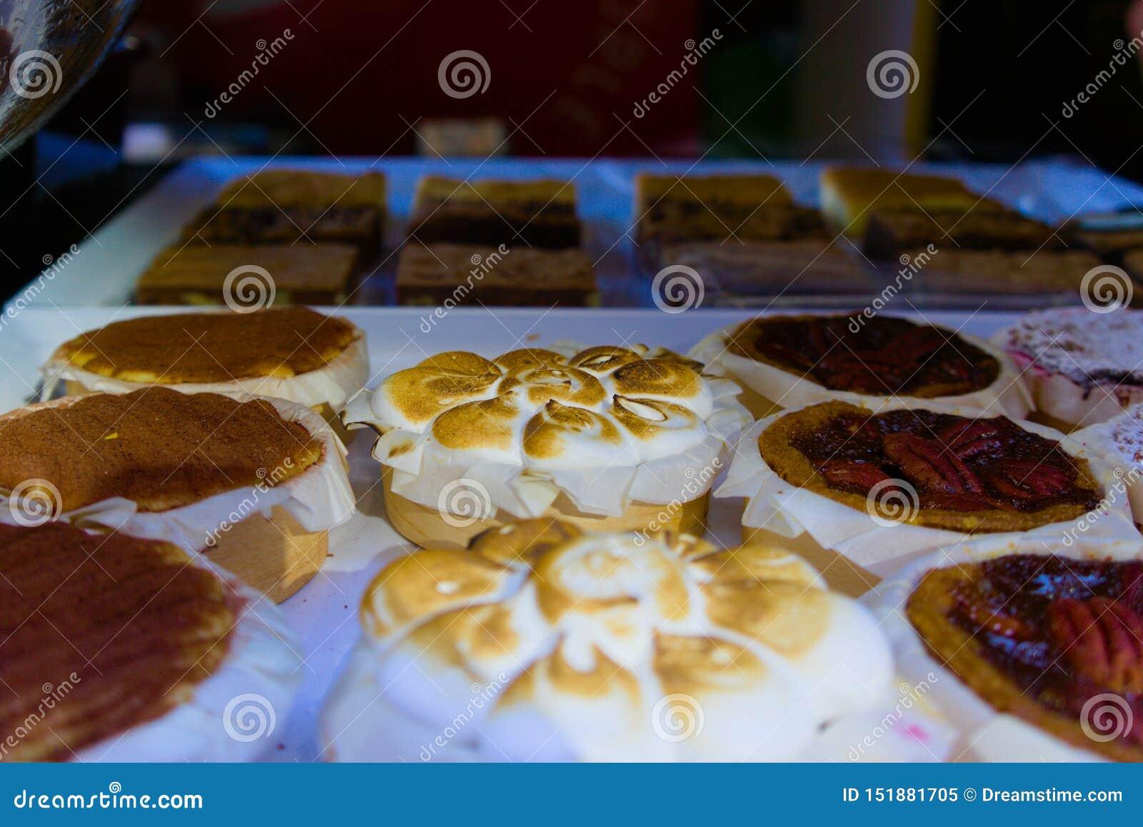 Gâteaux vendus sur la foire de rue