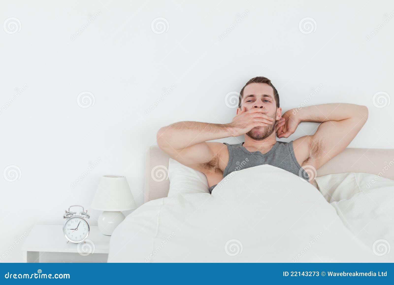 varför är man trött när man vaknar