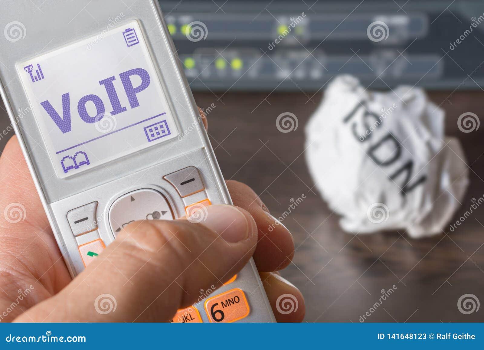 Głos nad IP jako nowy standard telekomunikacja w biurze