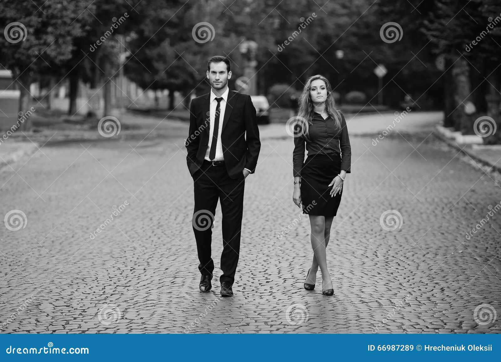 Gå kvinna för man