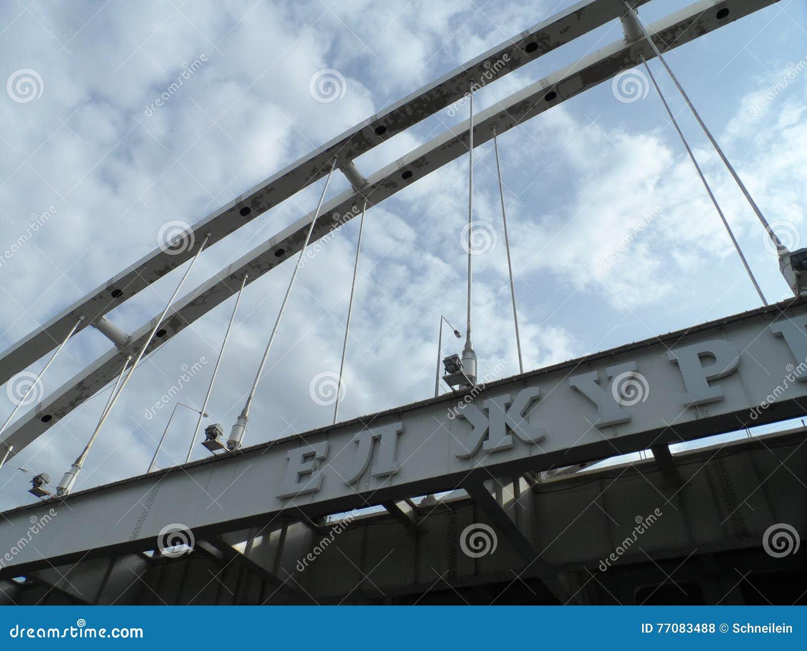 Gå på det motoriska skeppet - bro