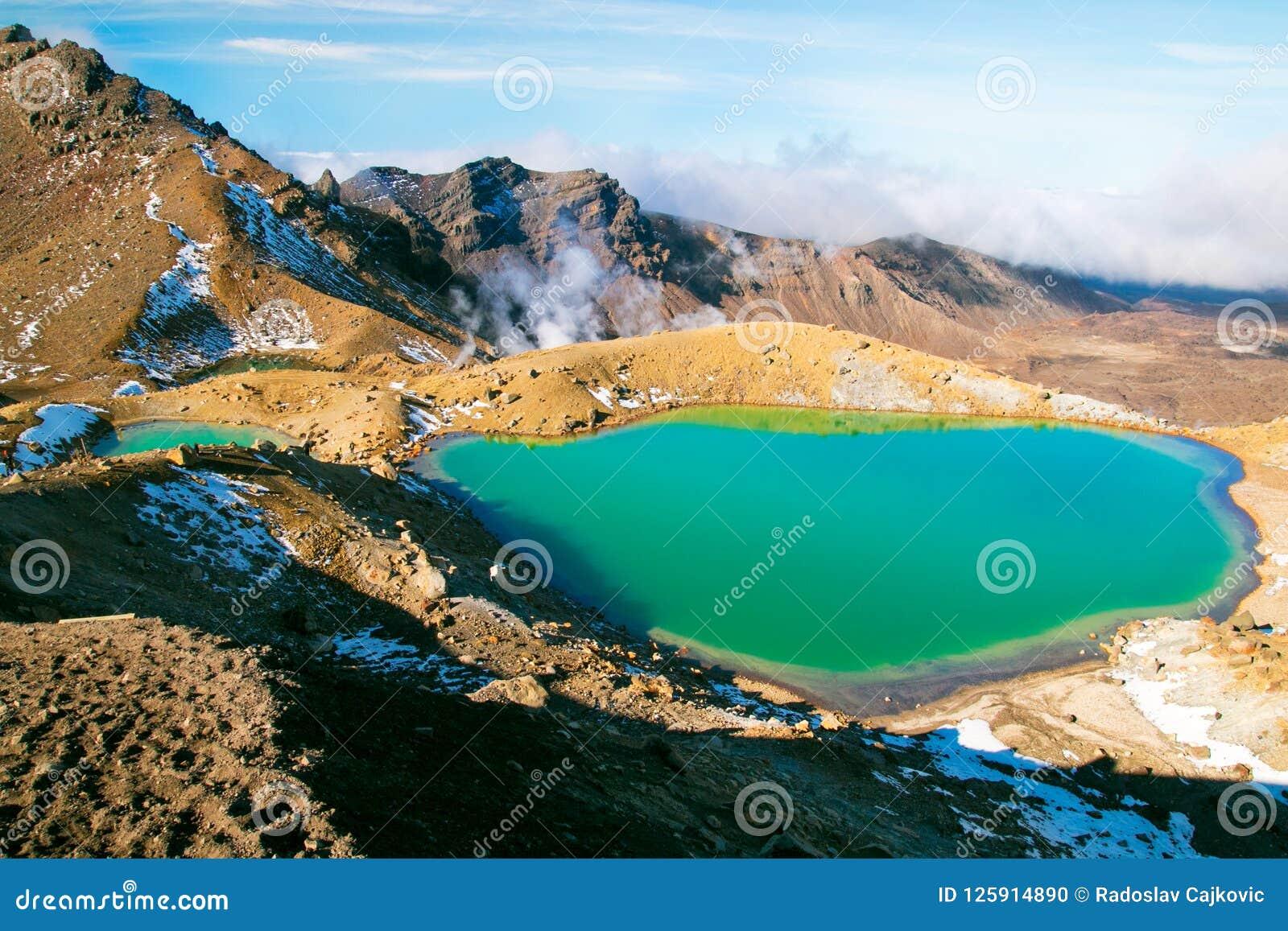 Gå utmärkt, bedöva den blåa sjön för smaragden i hög storlek av den Tongariro för arvet för världs` s nationalparken