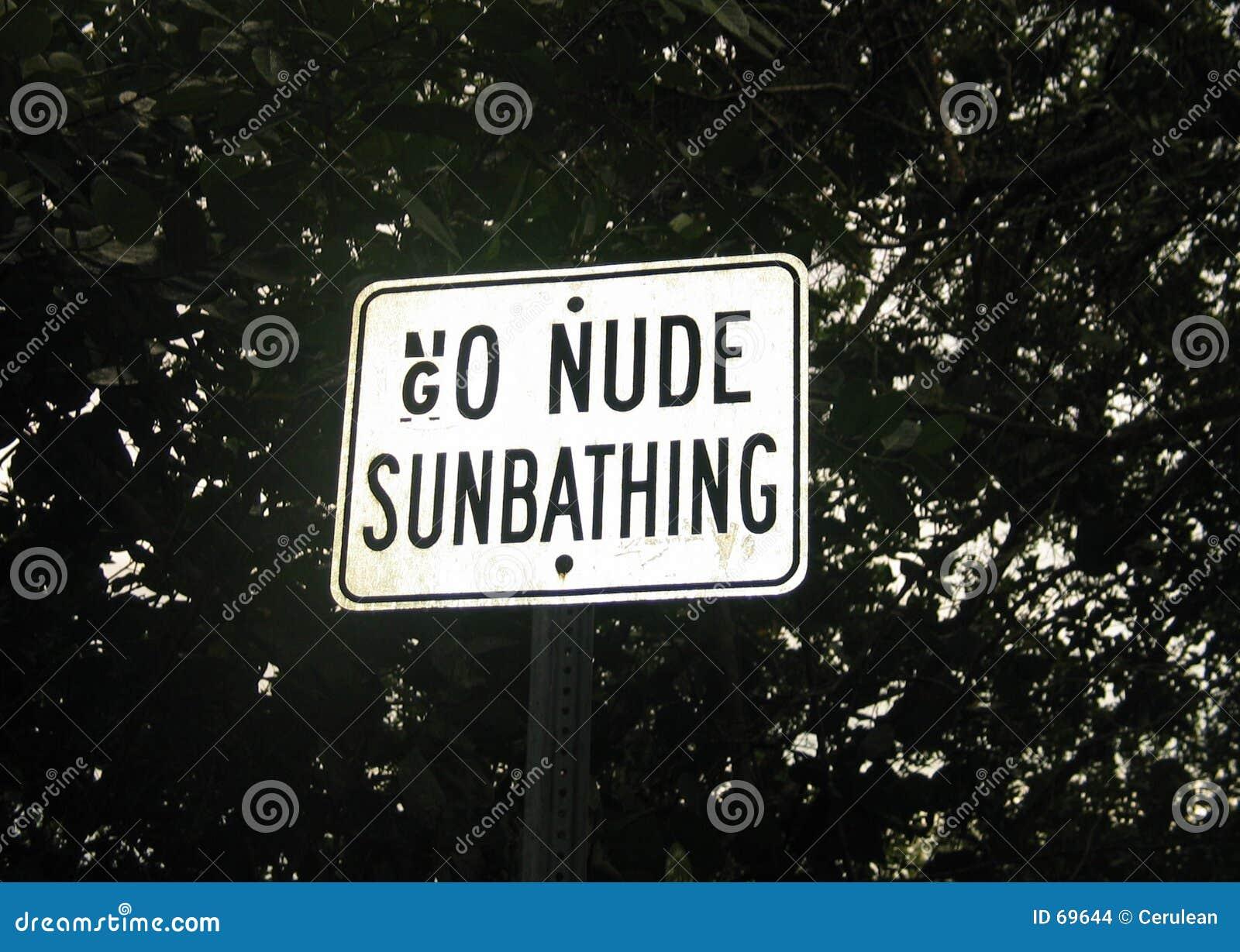 Går att solbada för nakenstudie