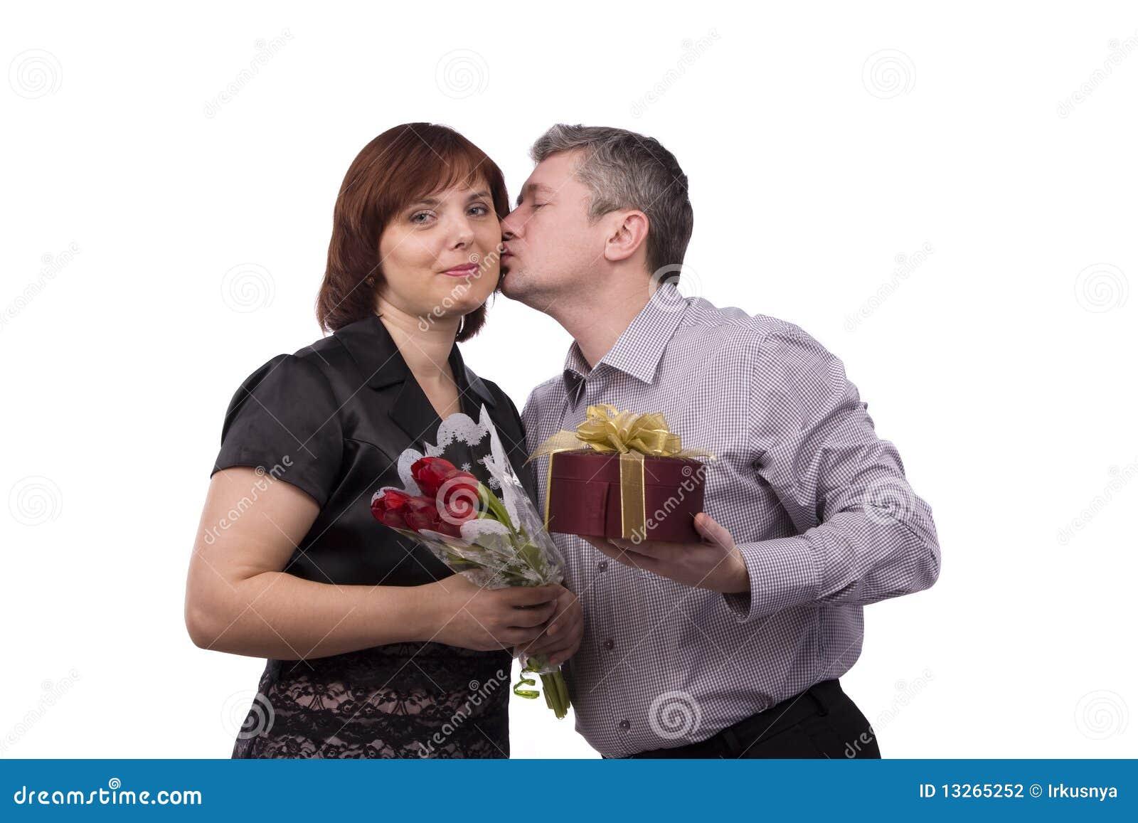Gåva som ger kyssmankvinnan