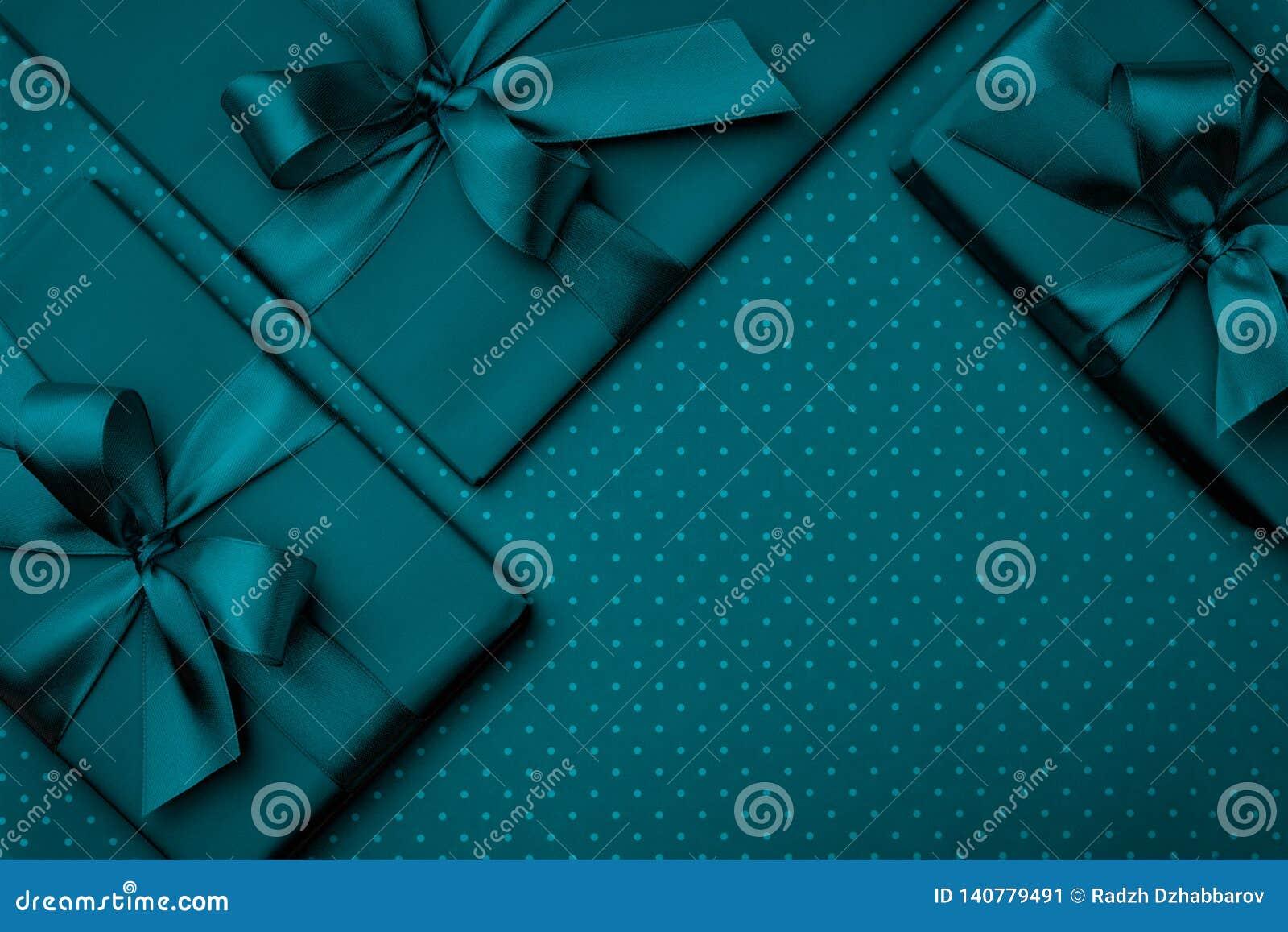 Gåvaask med bästa sikt för grön för bandpilbåge mörk bakgrund för turkos Semestra begreppet, födelsedaggåvan, det nya året eller