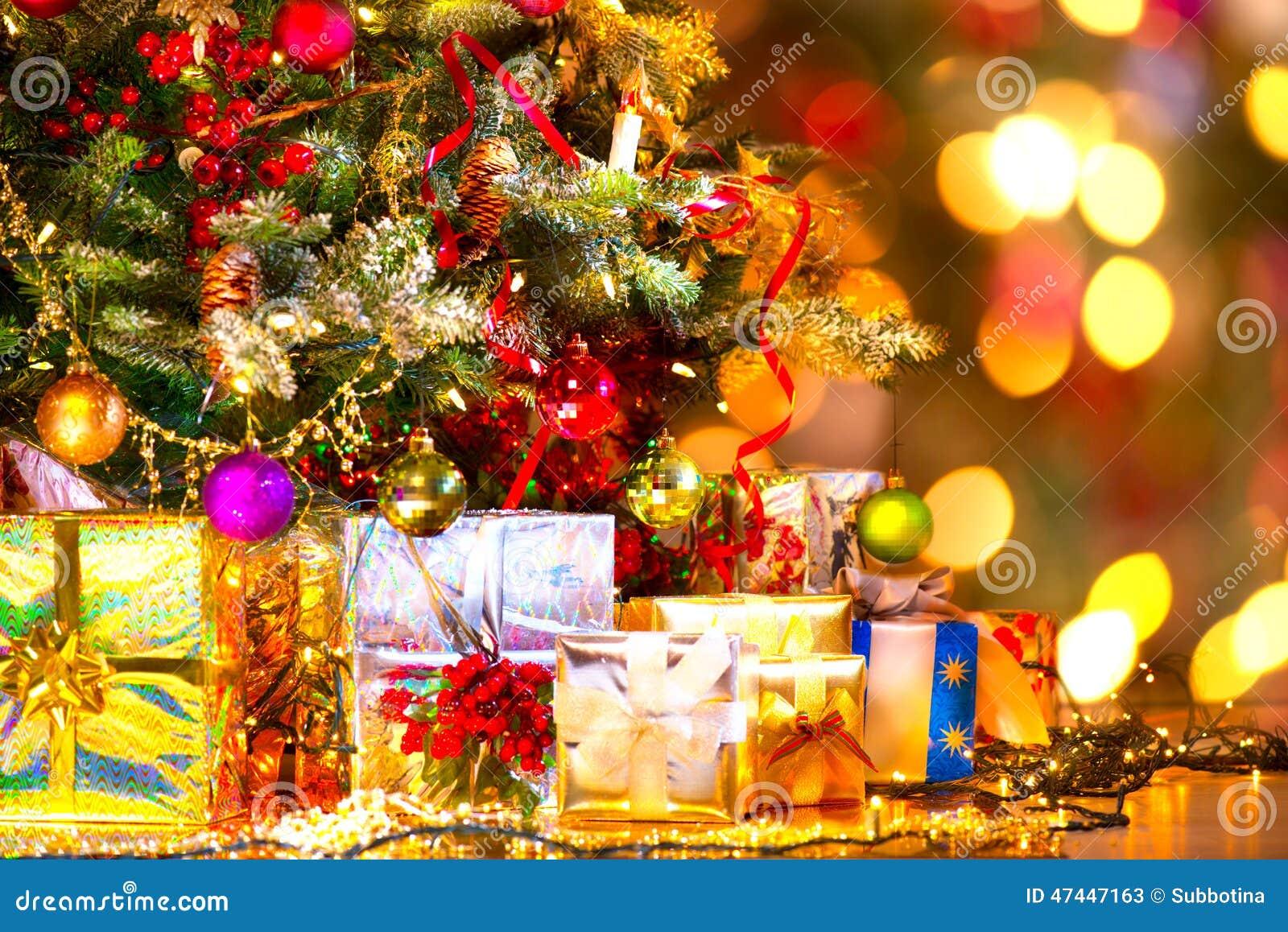 Gåvor under julgranen