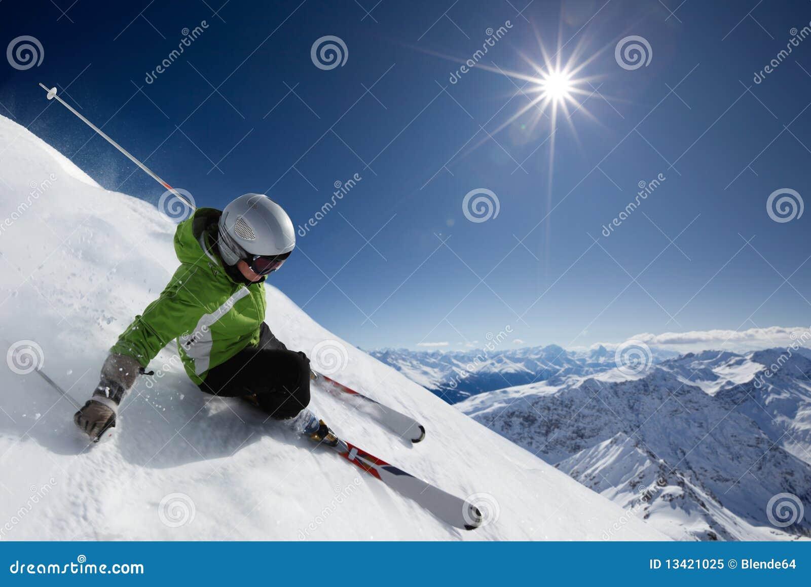 Gór narciarki słońce