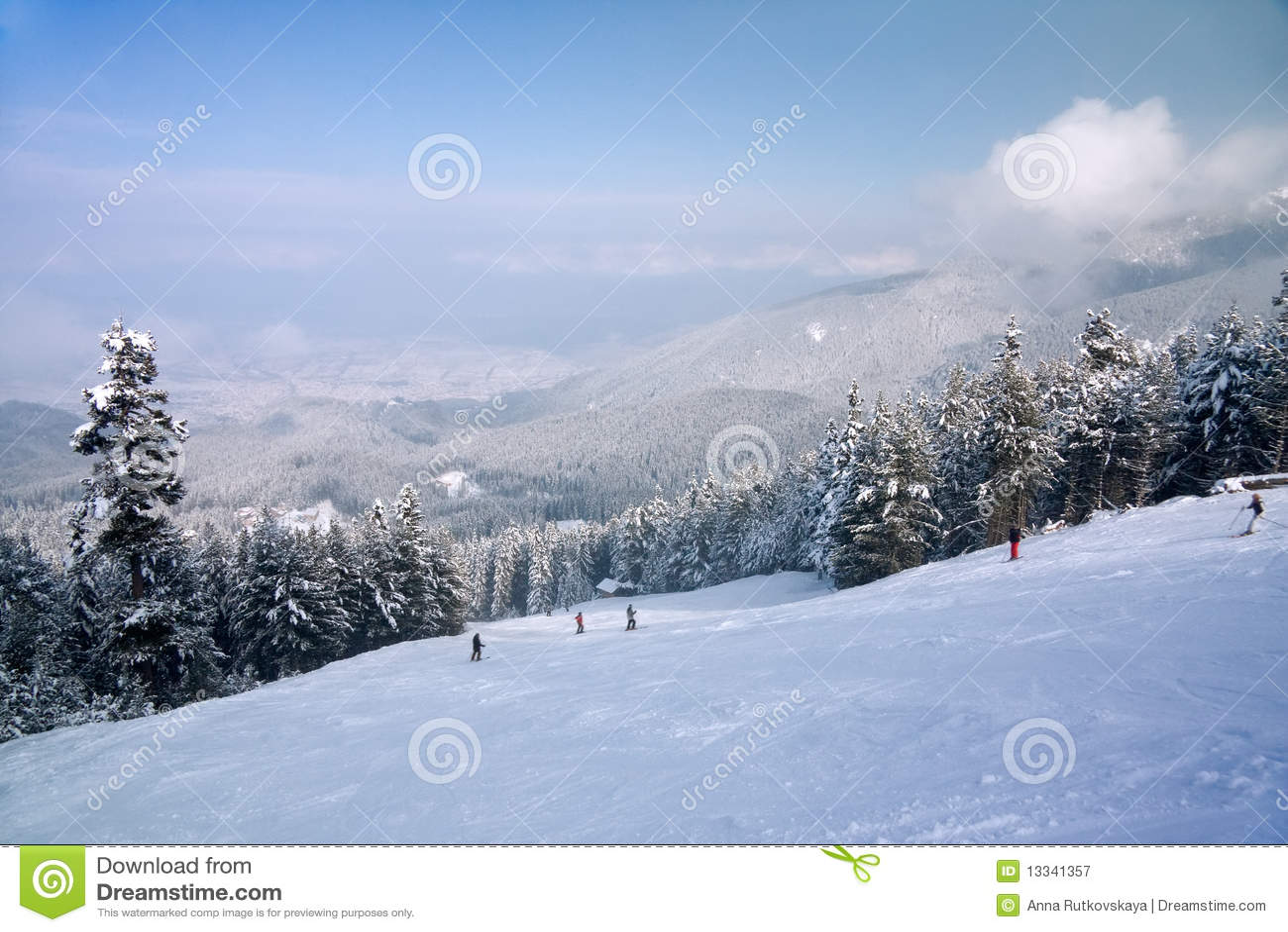 Gór panoramy narty skłonu zima