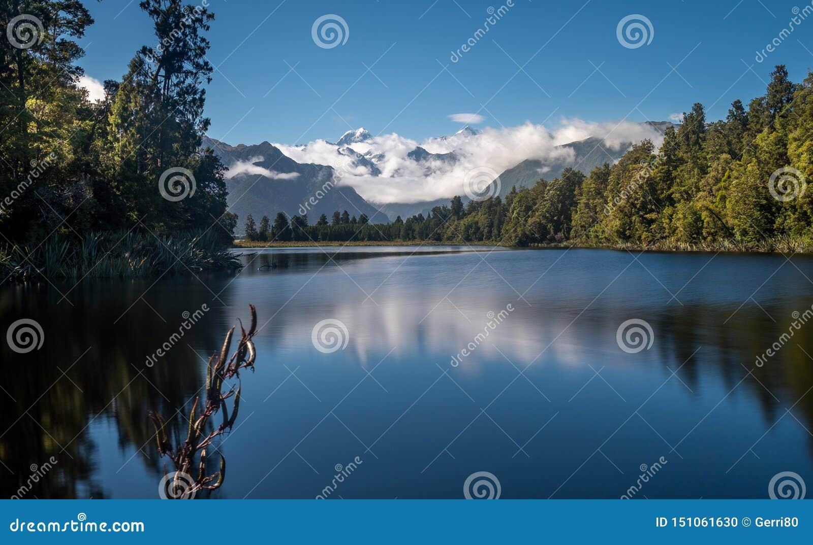 Góra Cook odbija w wodzie Jeziorny Matheson w Nowa Zelandia
