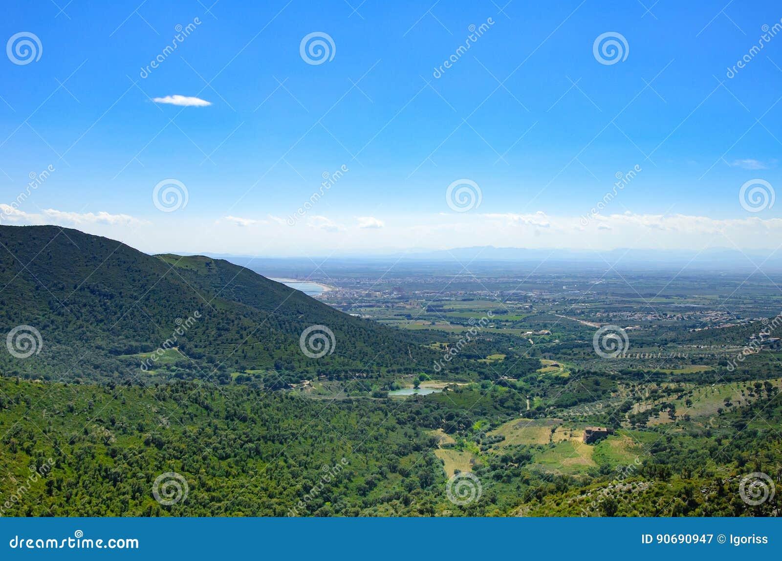 Góra krajobraz róże, Catalonia, Hiszpania