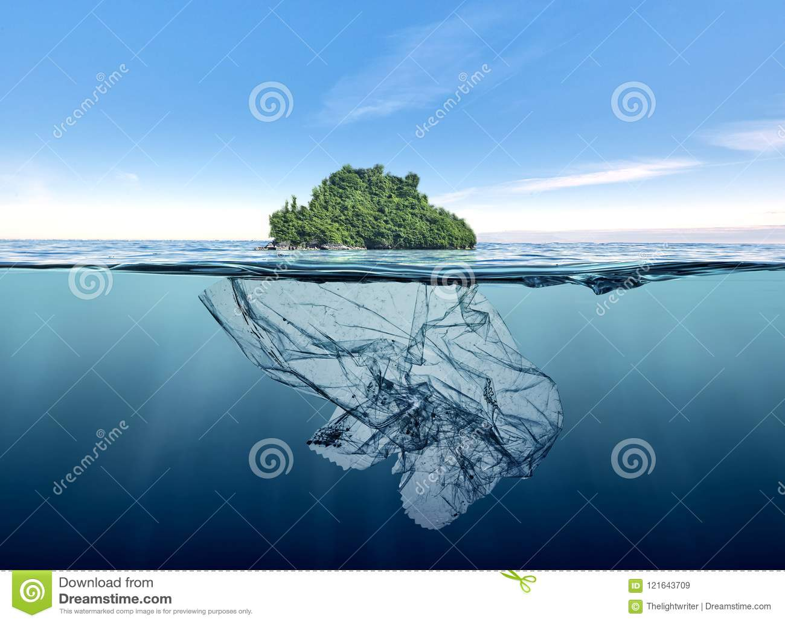 Góra lodowa śmieciarski klingeryt z wyspą unosi się w oceanie