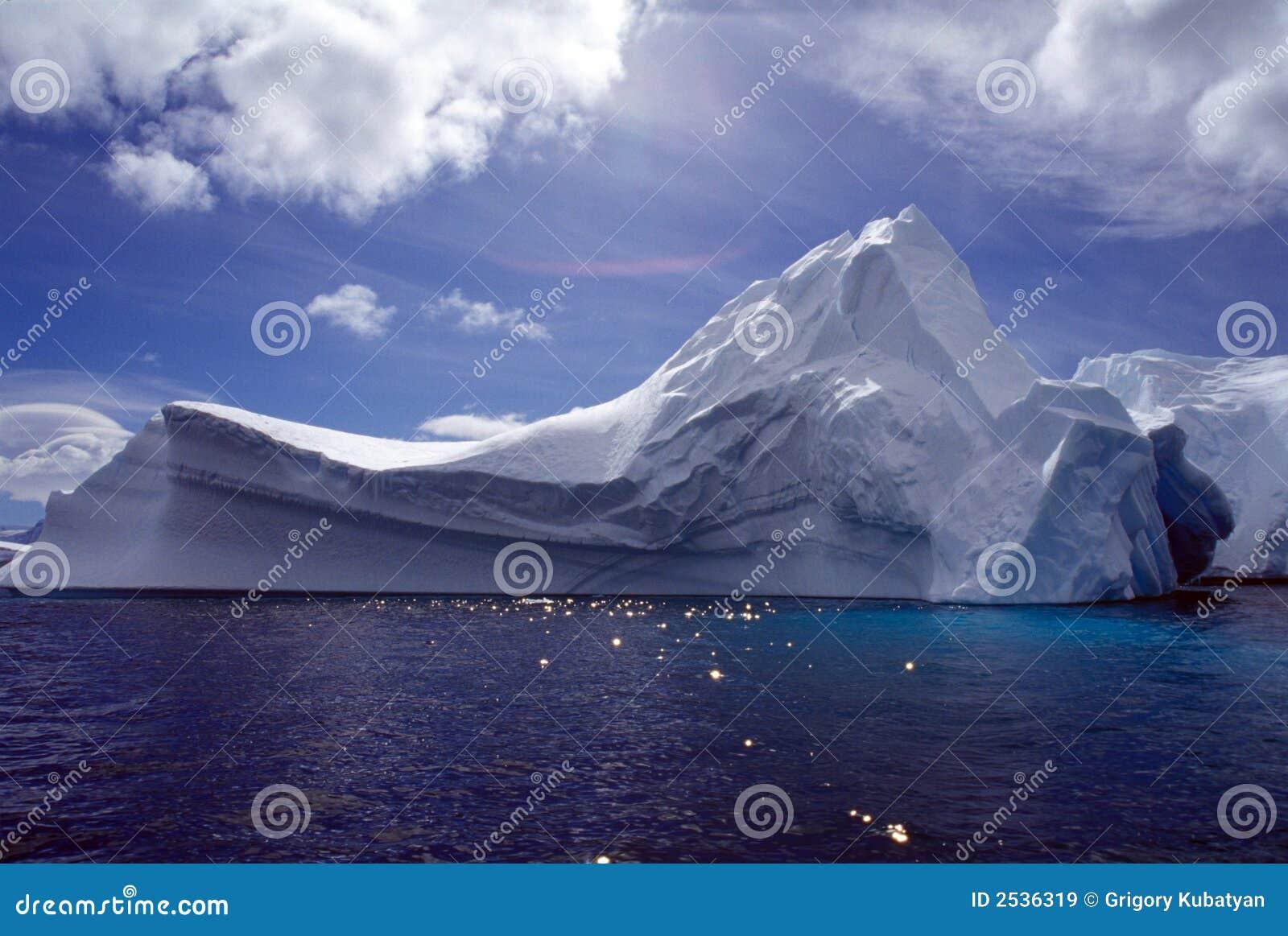 Góra lodowa antarctic