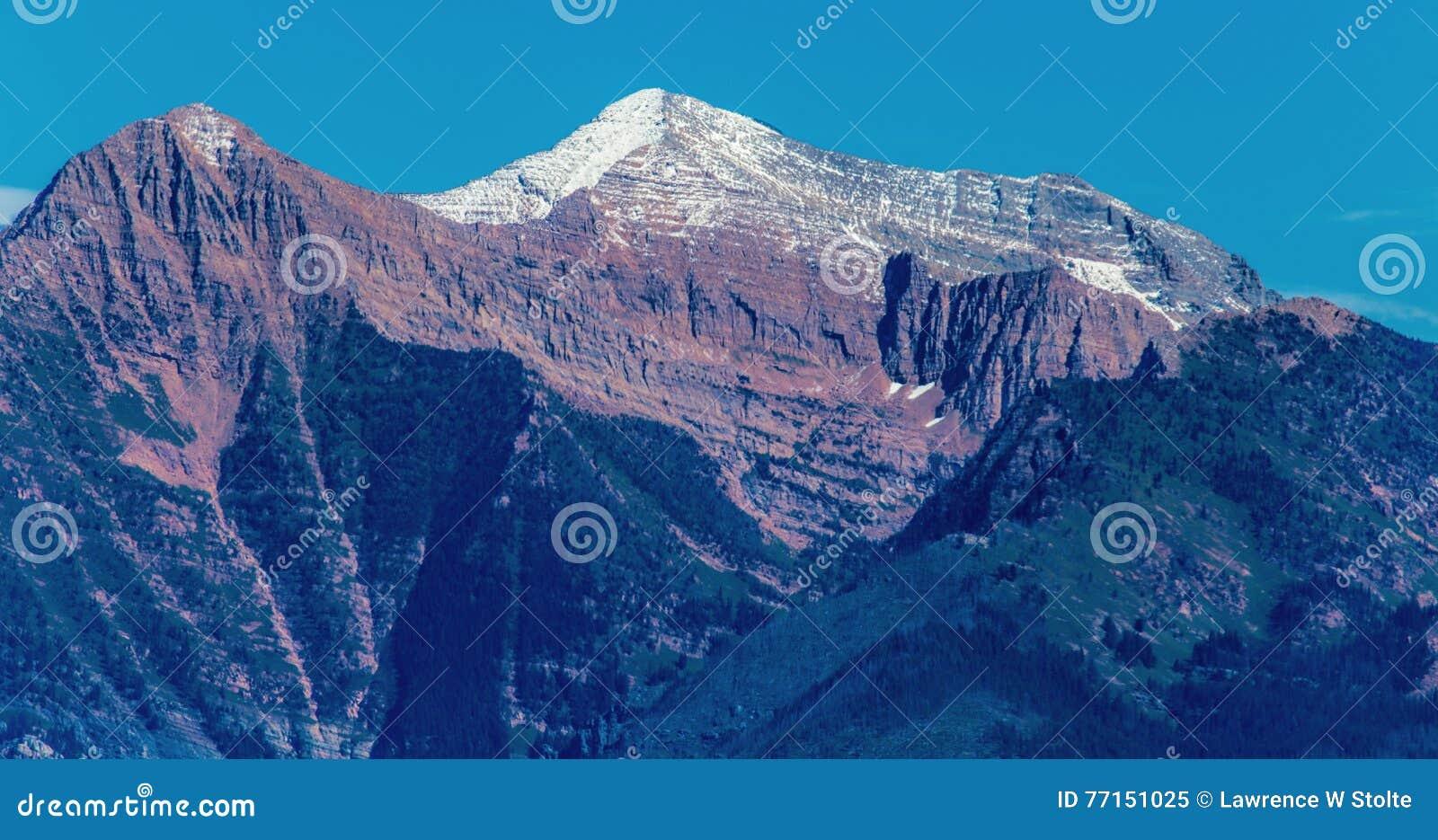 Góra snowcapped