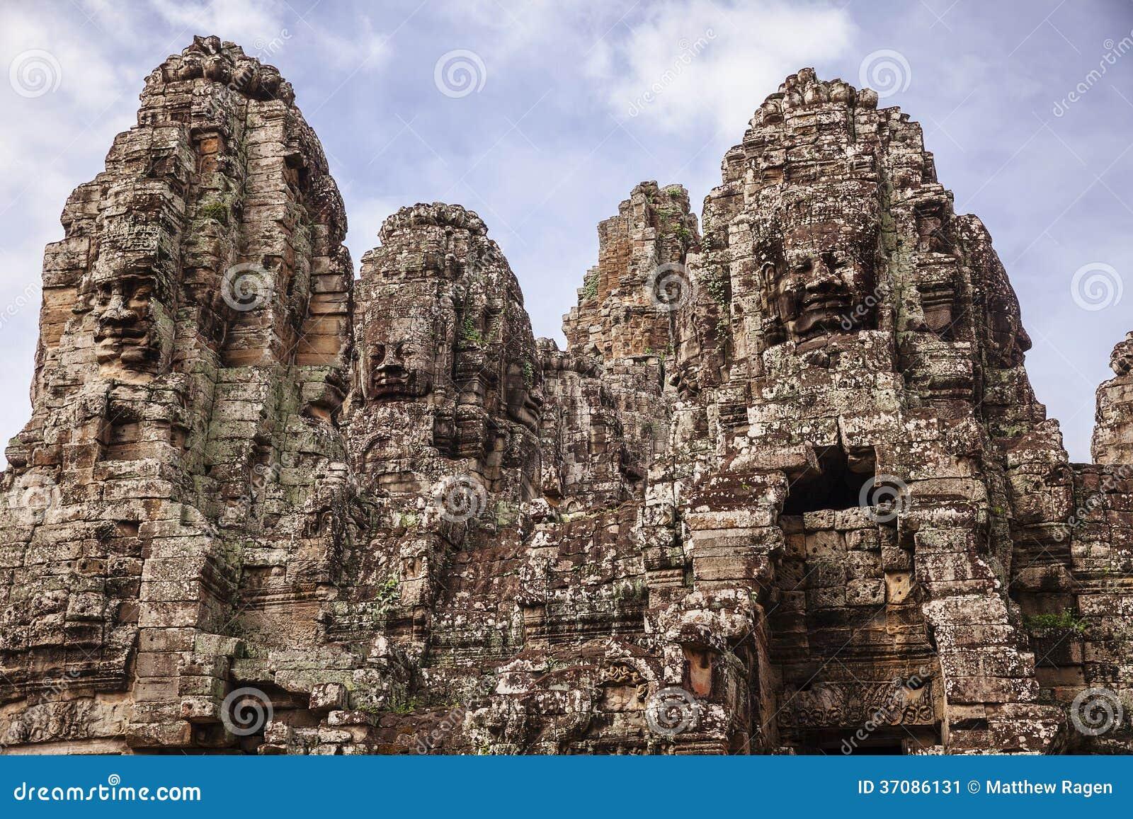 Download Góruje Bayon świątynia obraz stock. Obraz złożonej z kultura - 37086131