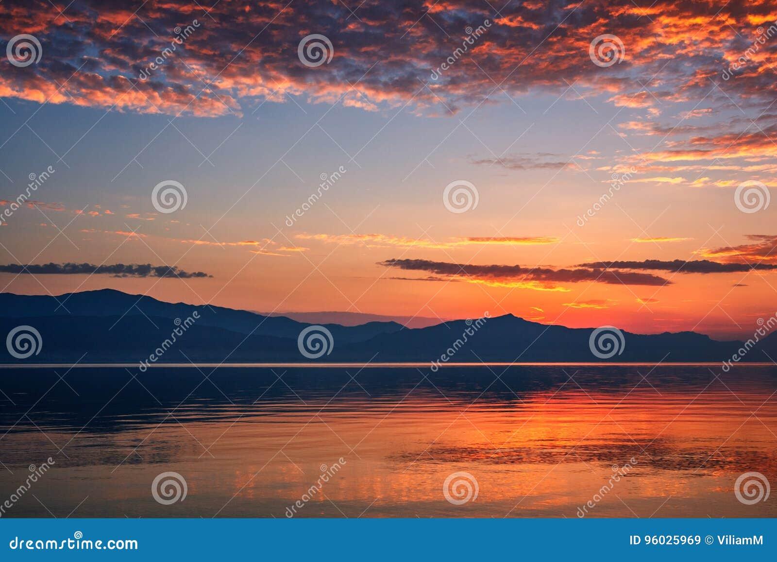 Góry na wschód słońca