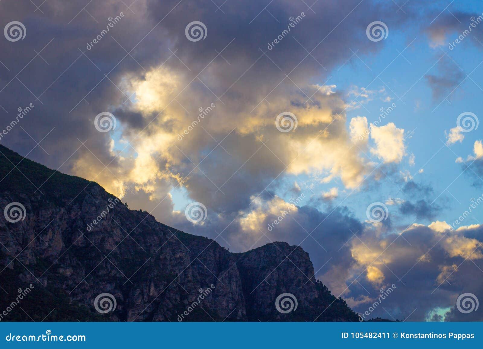 Góry niebo i chmury