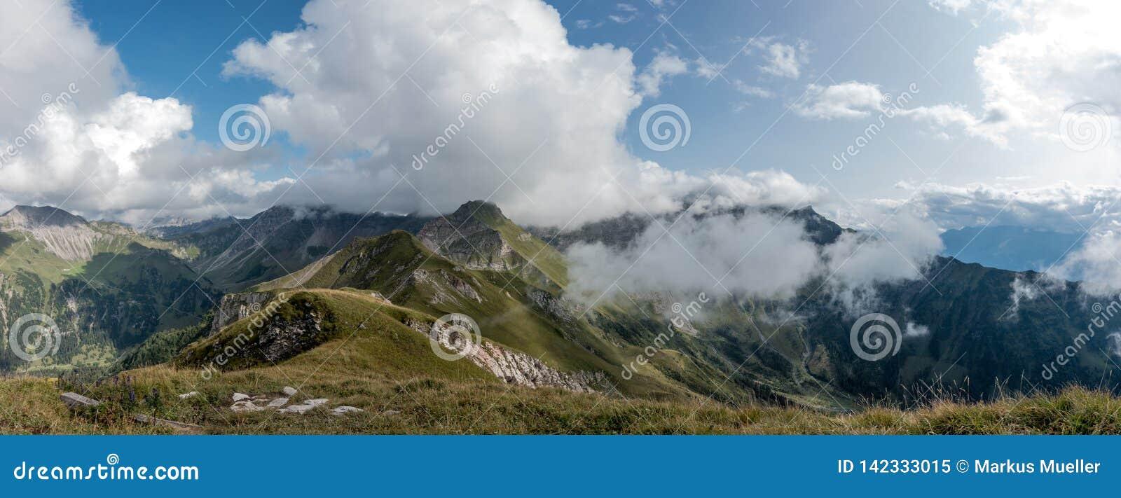 Góry w alps w Lichtenstein