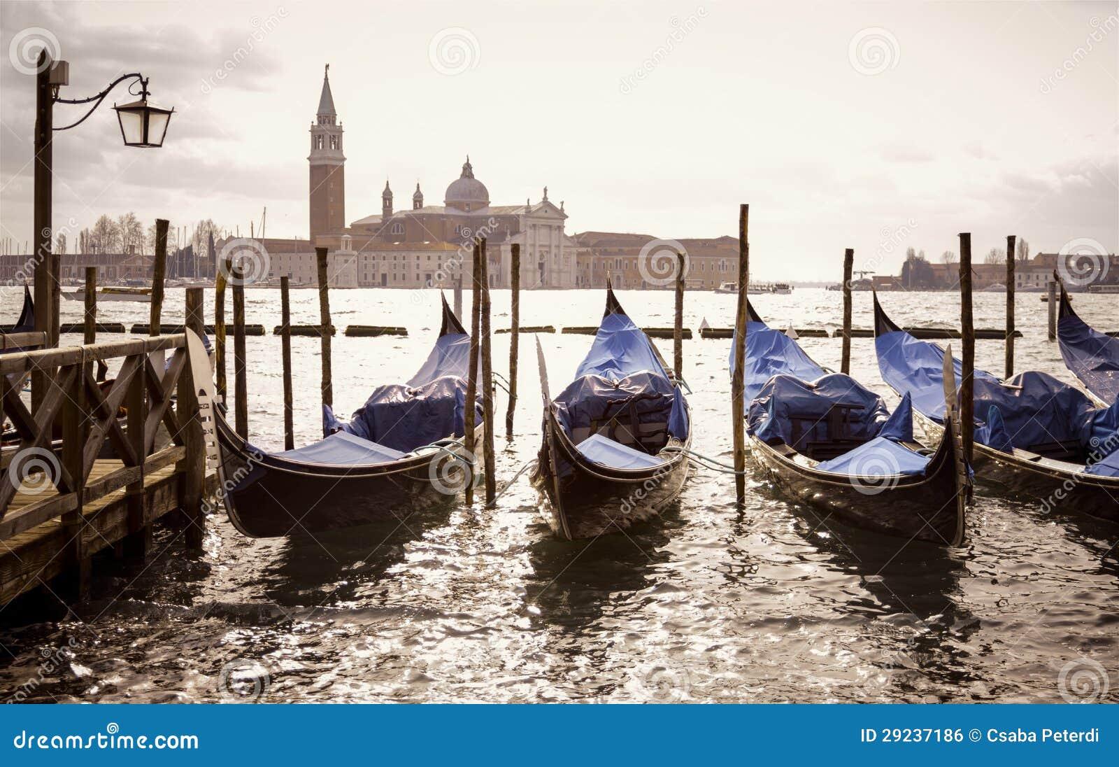 Download Gôndola Venetian Com O Maggiore De San Giorgio Foto de Stock - Imagem de arquitetura, marinha: 29237186