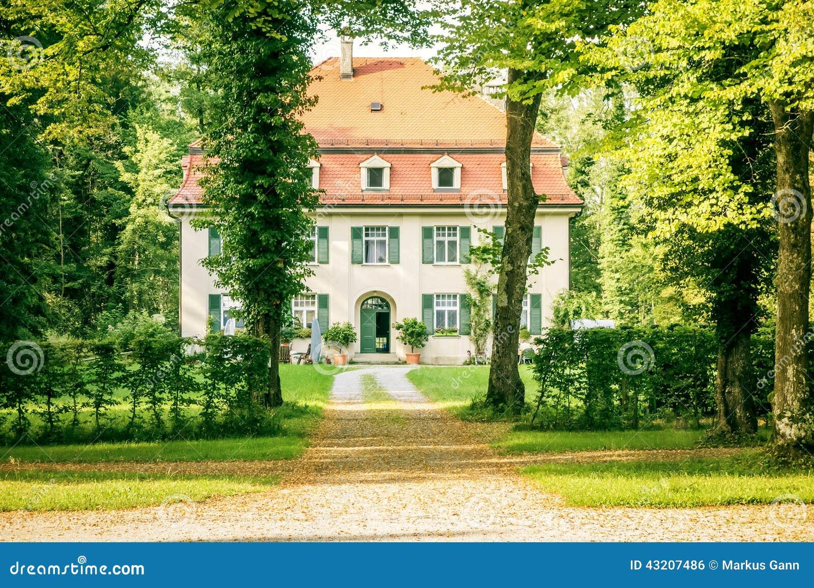 Download Gömt hus arkivfoto. Bild av gammalt, dolt, livsstil, bygger - 43207486