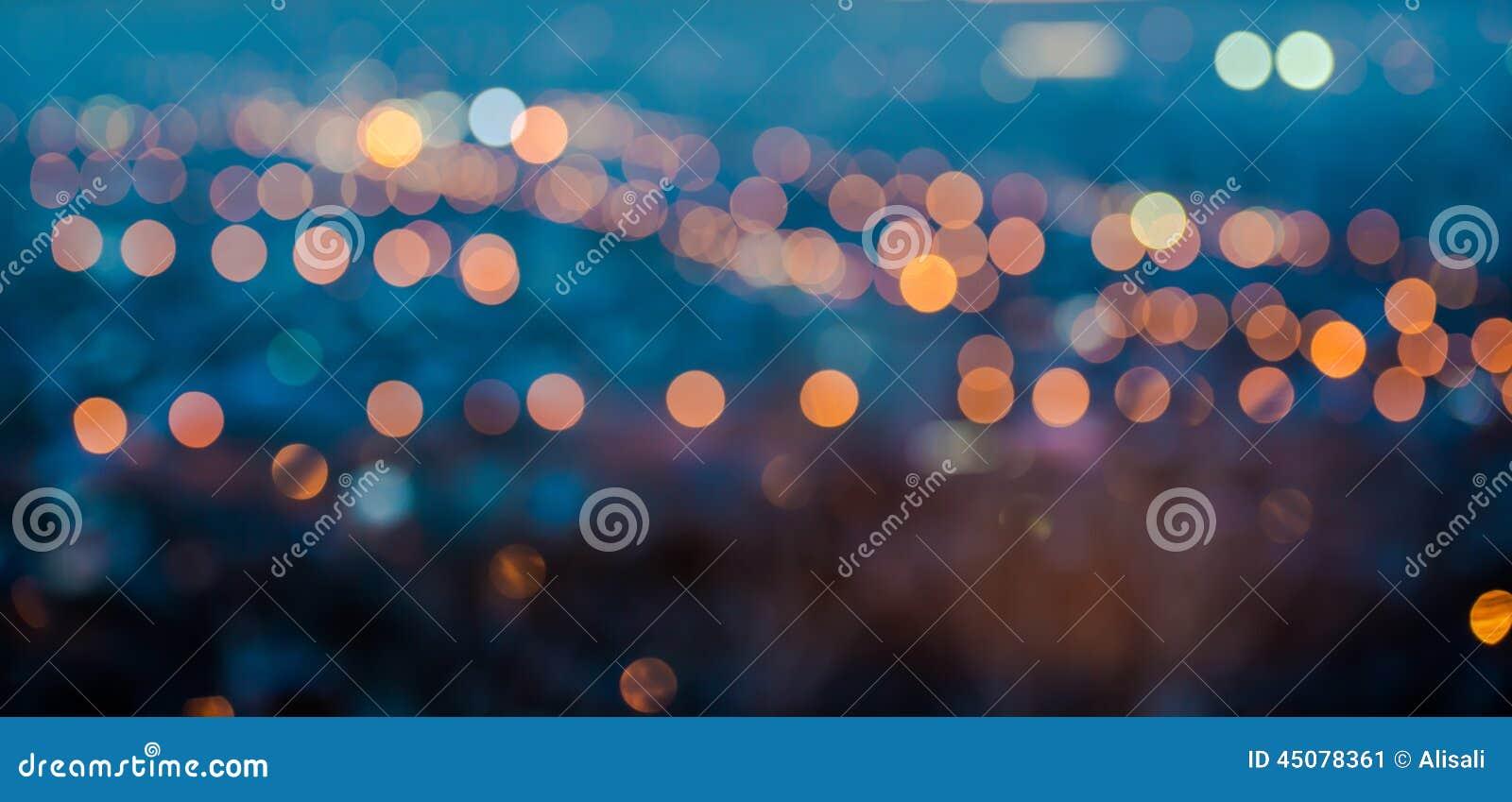 Gör sammandrag görande suddig ljus för stad rund bokeh på blå bakgrund