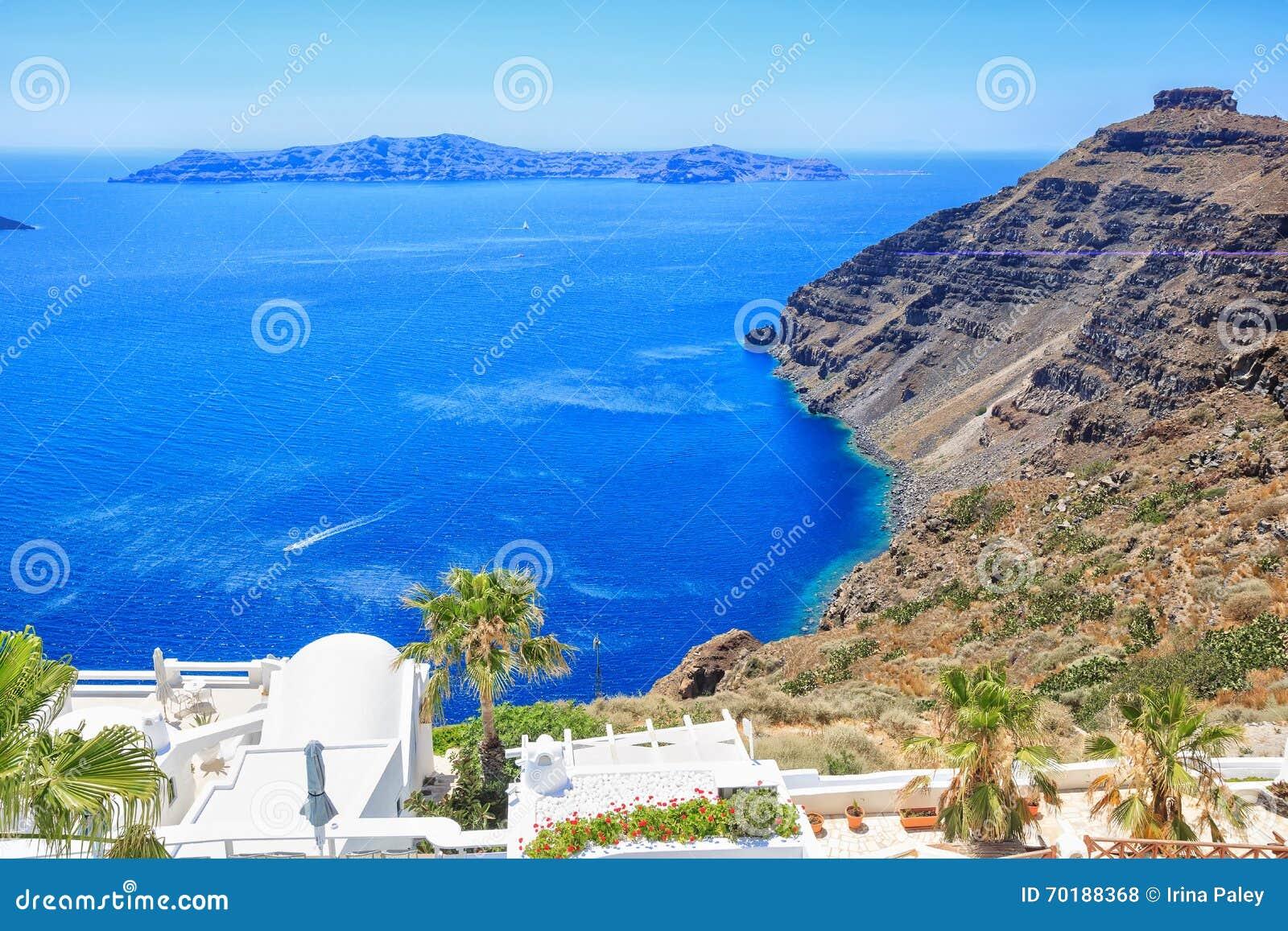 Göra perfekt sikten av den Santorini calderaen, havssida