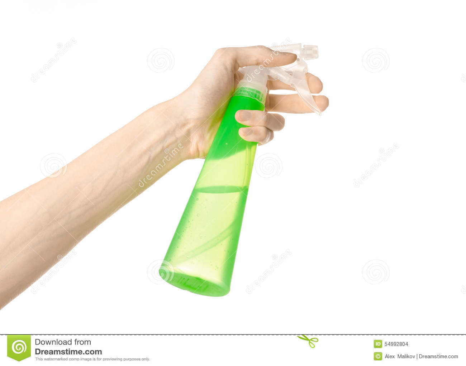 Göra ren hus- och rengöringsmedeltemat: mans hand som rymmer en grön sprejflaska för att göra ren isolerad på en vit bakgrund