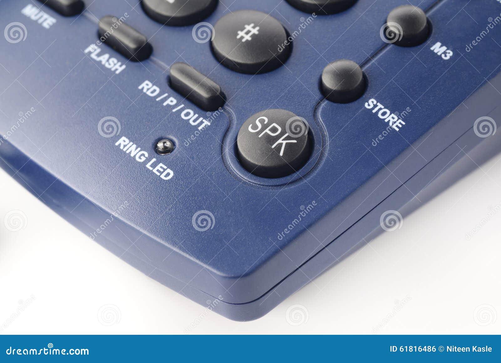 Głośnikowy guzik na nowożytnym ziemi linii telefonie w błękitnym kolorze