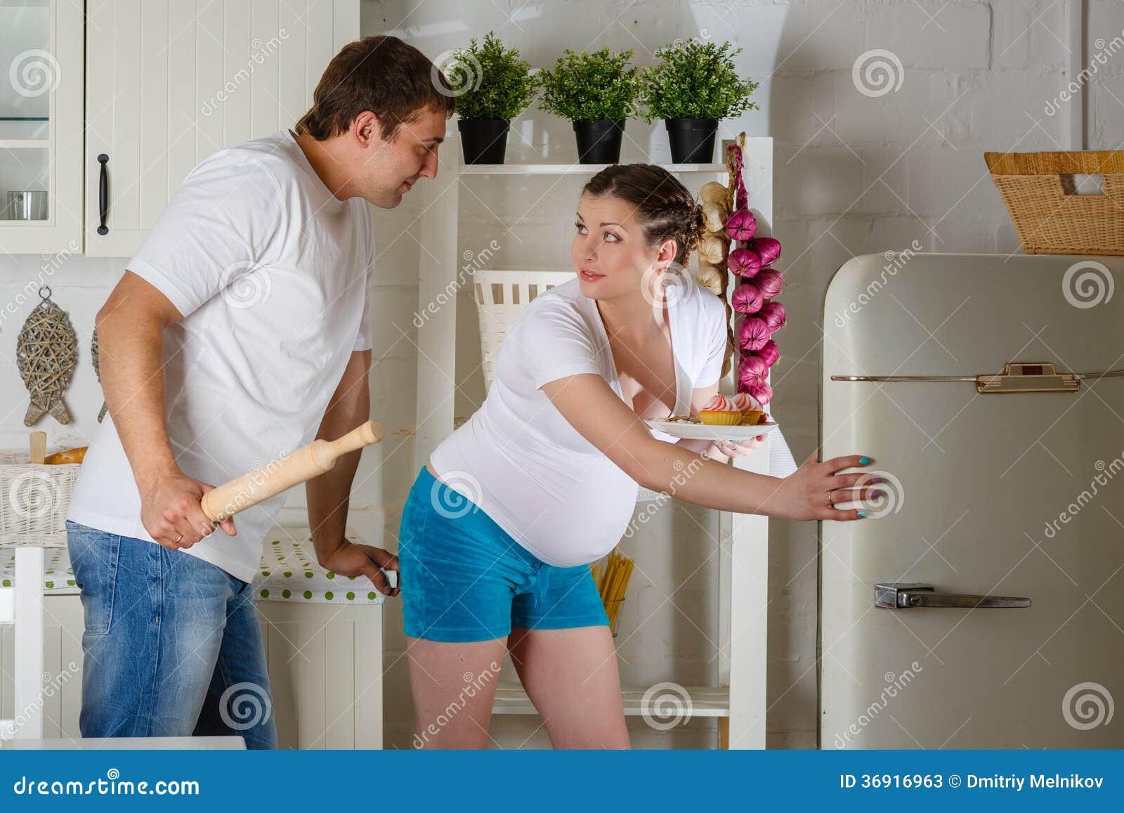 Głodny kobieta w ciąży.
