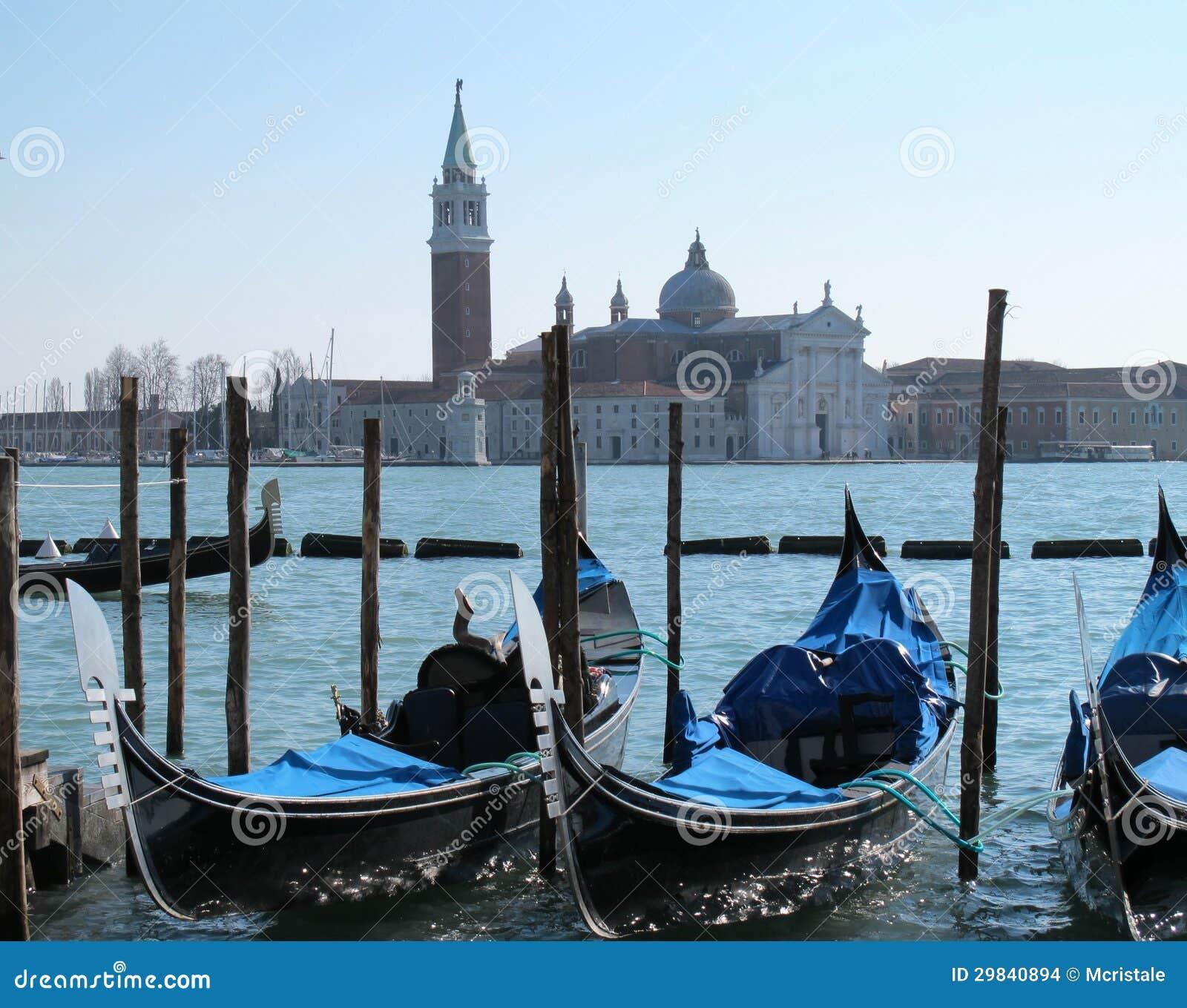 Gôndola em Veneza e em ilha de San Giorgio Maggiore, Italia