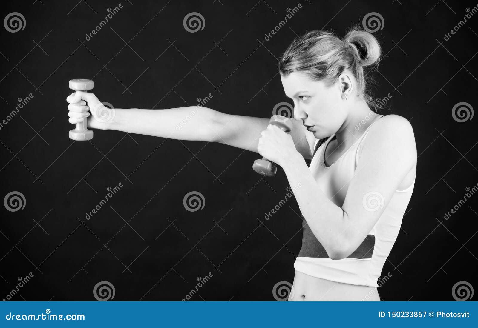 G?r reglerna H?lsa bantar framg?ng Sporthantelutrustning Idrotts- kondition Sportig kvinnautbildning i idrottshall starkt