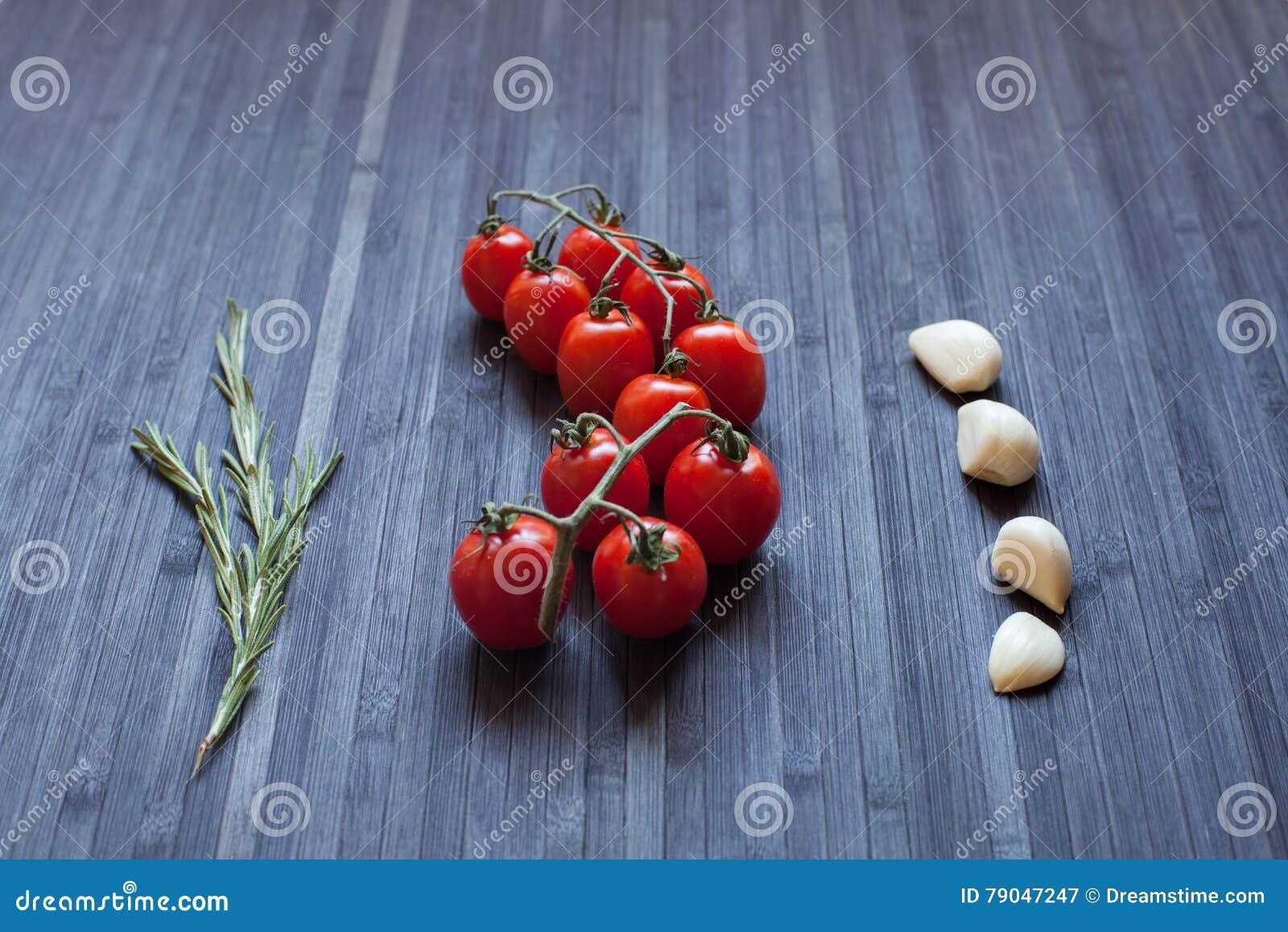 Gałęziaści świezi pomidory