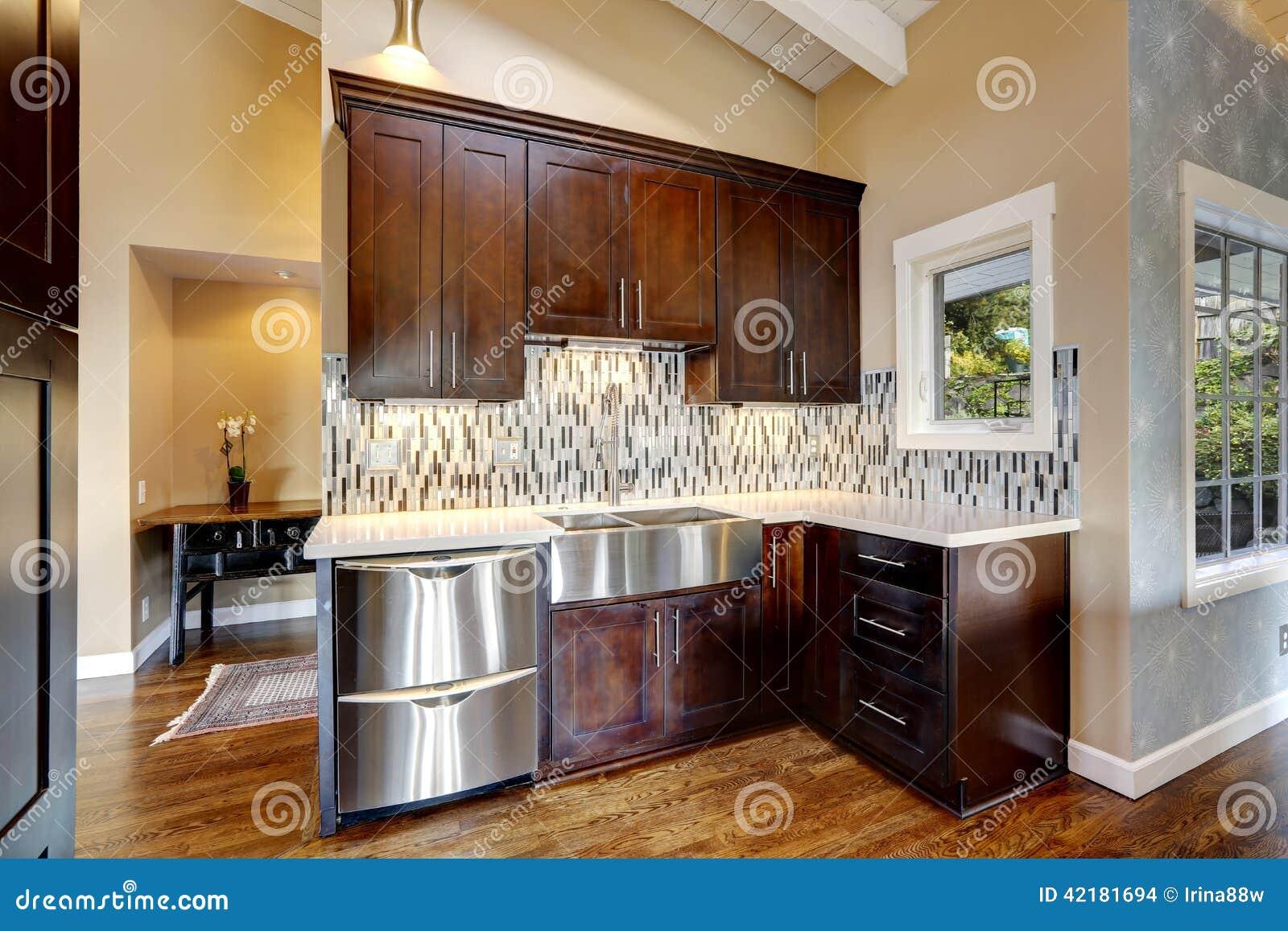 Gabinetes de almacenamiento modernos de la cocina foto de for Gabinetes modernos