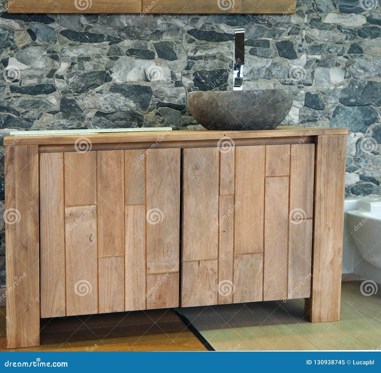 Lavandini Rustici In Pietra gabinetto di bagno di legno rustico con il lavandino di