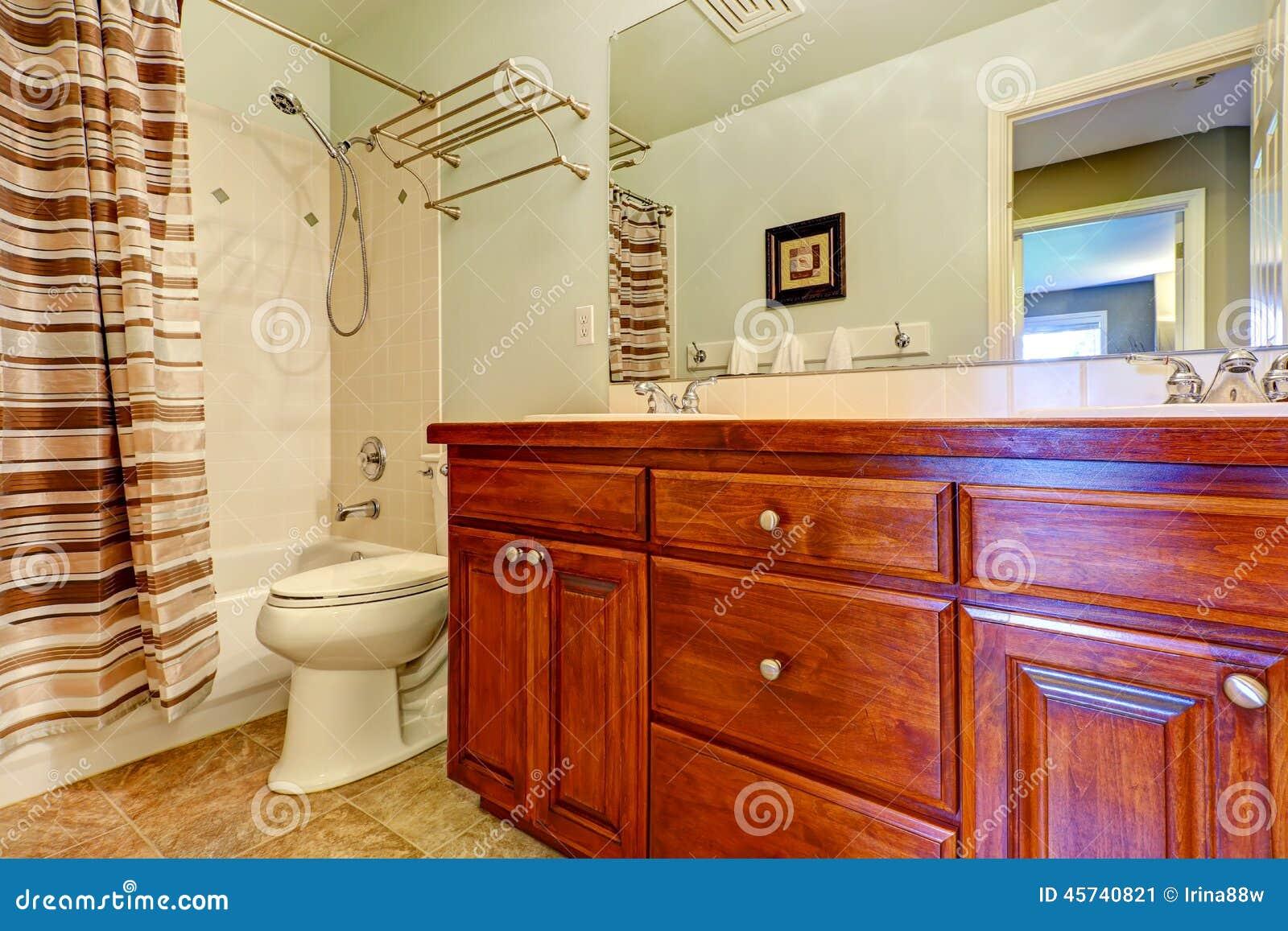 Gabinetto di vanit del bagno con i cassetti e due lavandini fotografia stock immagine 45740821 - Due lavandini bagno ...