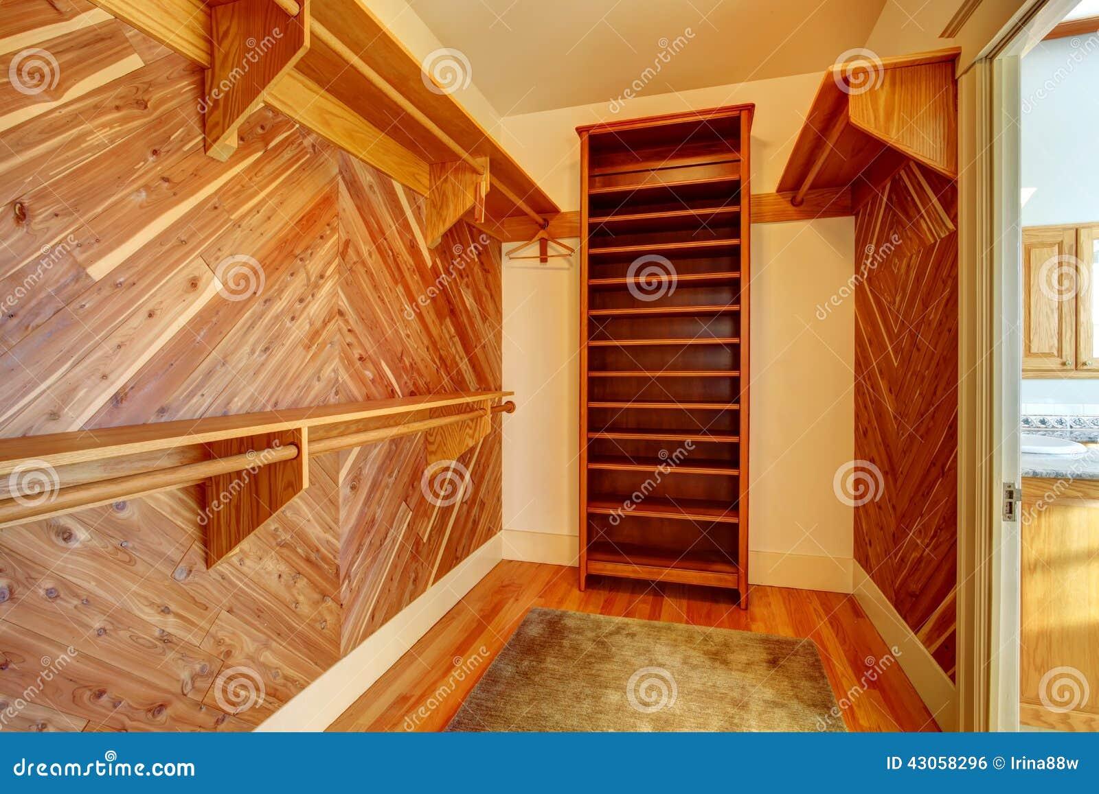 Pareti Rivestite Di Legno : Gabinetto vuoto con le pareti rivestite legno fotografia stock