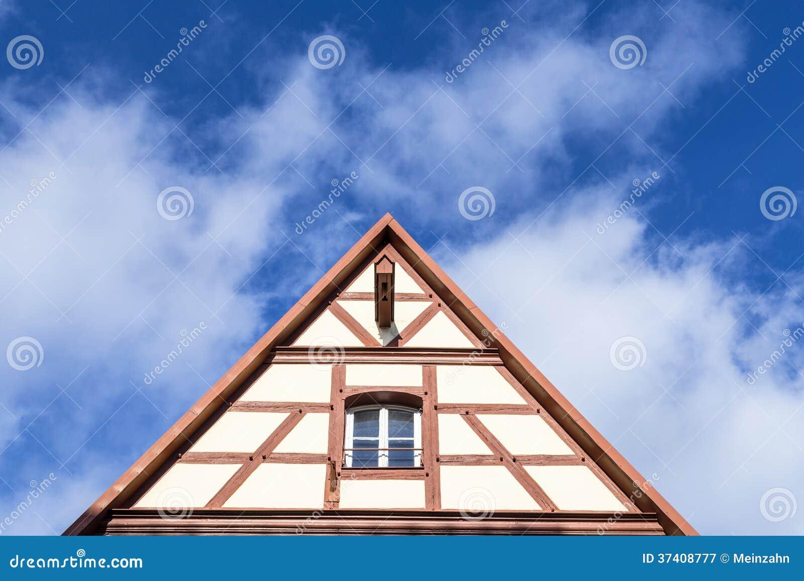 Maison en triangle excellent villas vendre triangle duor for Maison en triangle