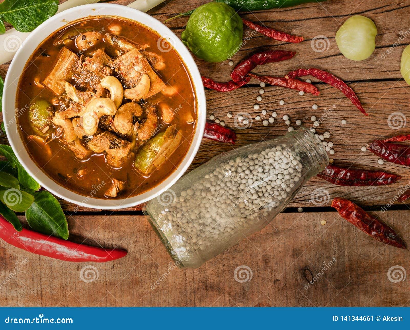 Gaeng Tai Pla, soupe aigre à organes de poissons, nourriture thaïlandaise du sud traditionnelle