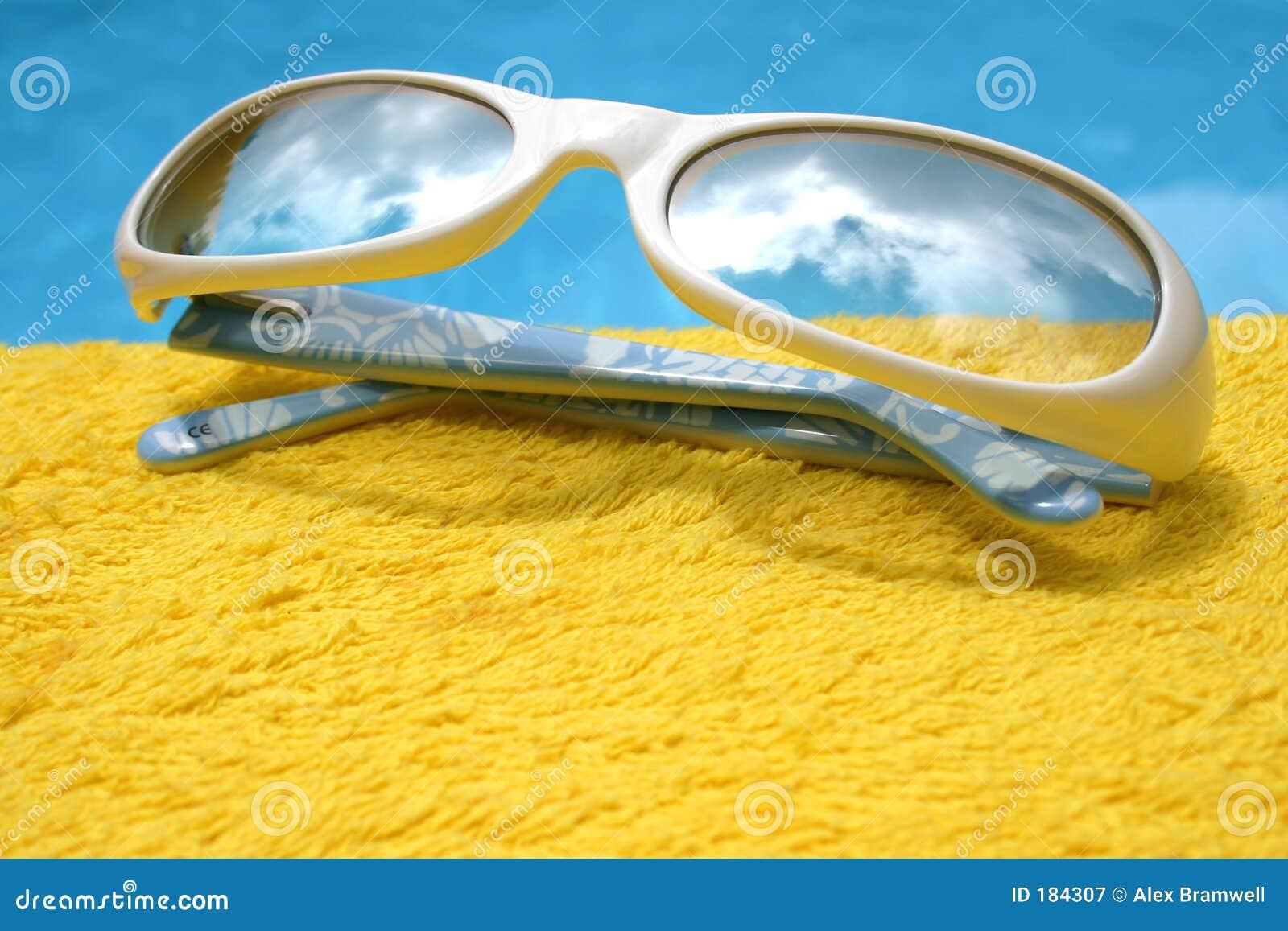 Gafas de sol futuristas