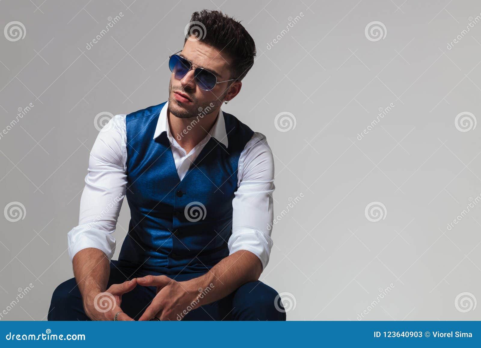 Chaleco De Sol Hombre Que Relajan Llevan Se Elegante Gafas Y Del nv0mwONy8P