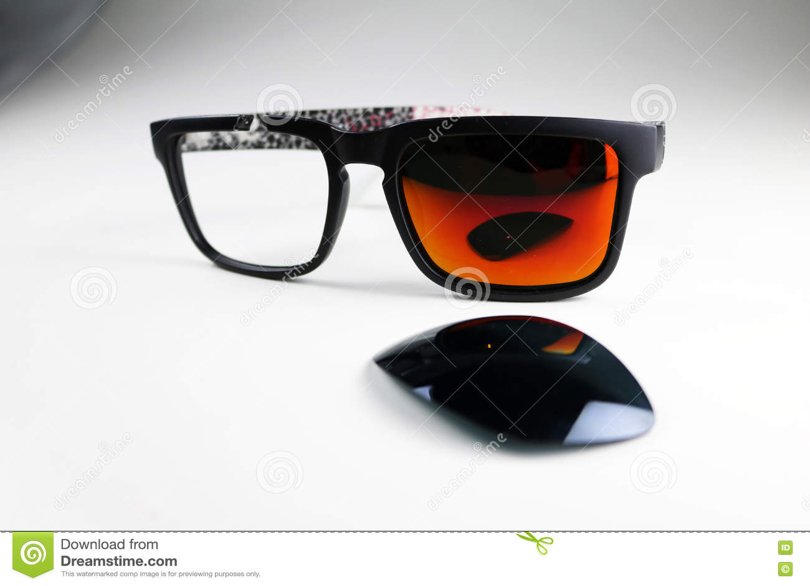 Gafas De Sol Quebradas Foto de archivo