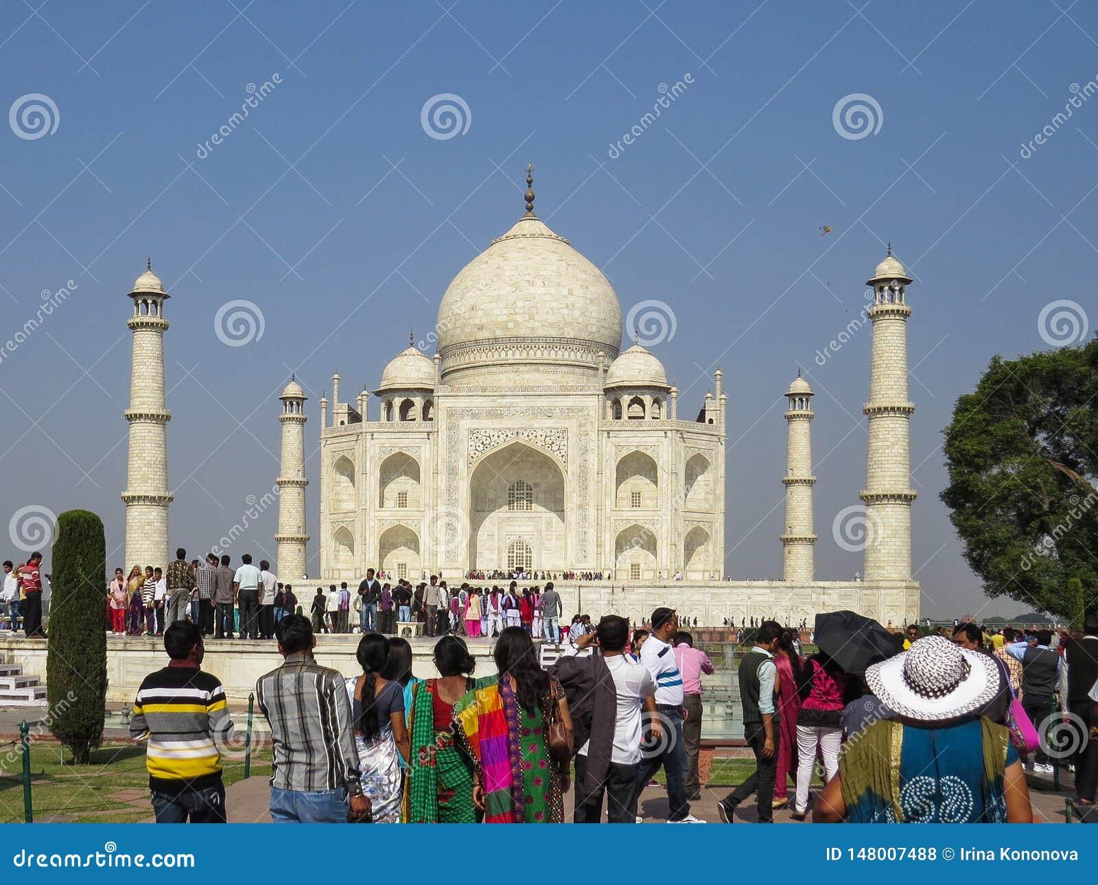 Gagra, ?ndia, o 21 de novembro de 2013 Taj Mahal ? um mausol?u bonito do m?rmore branco, constru?do pelo imperador Shah Jahan de