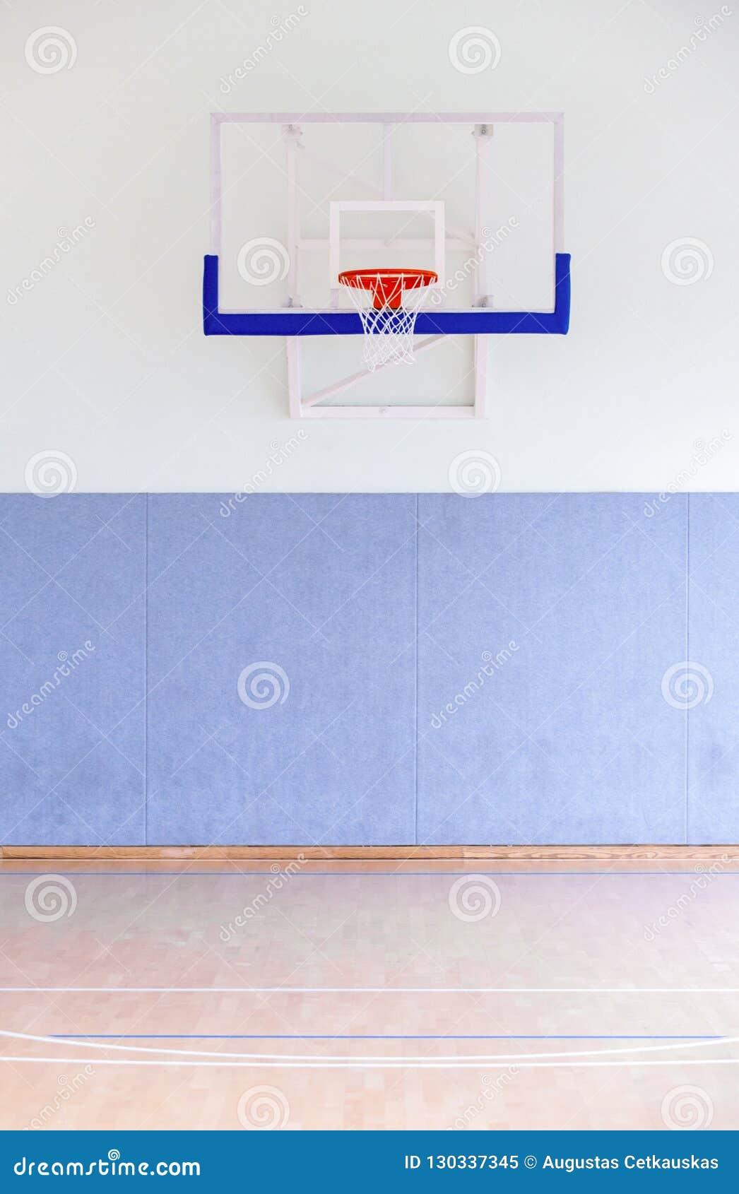 Gaiola da aro de basquetebol, grande close up isolado do encosto, outd novo