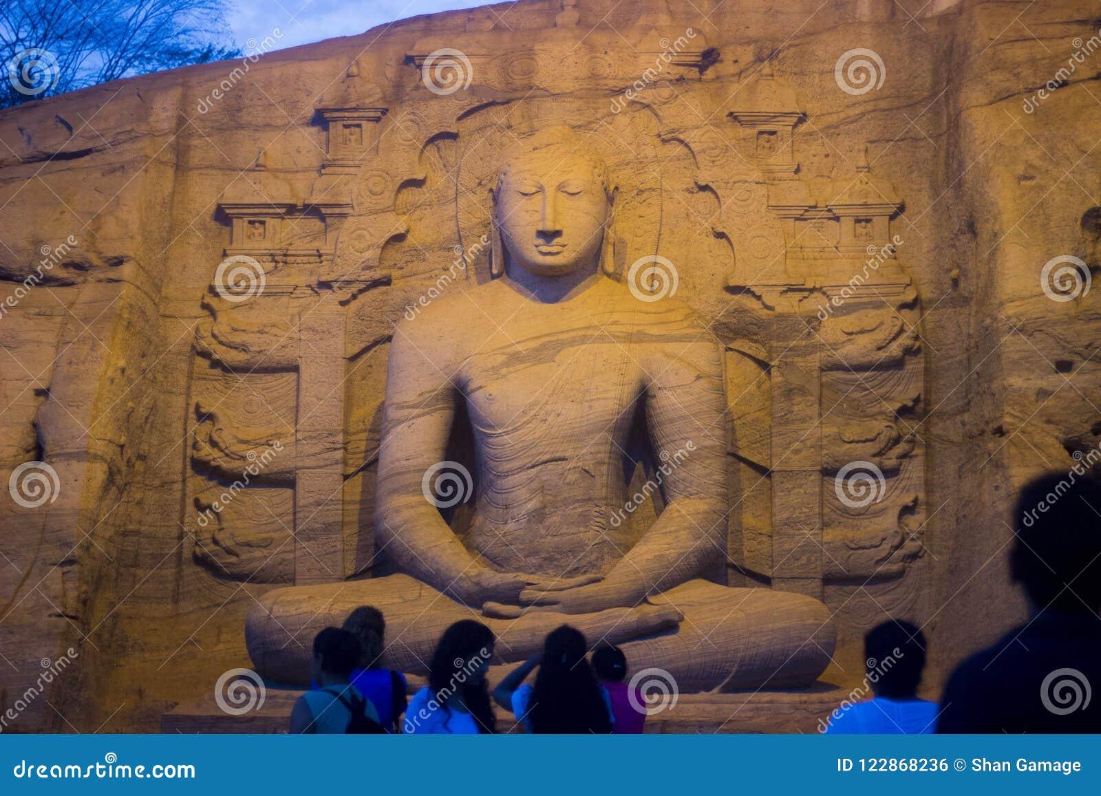 Gal Vihara et x28 ; Temple bouddhiste dans Nissankamallapura& x29 ;