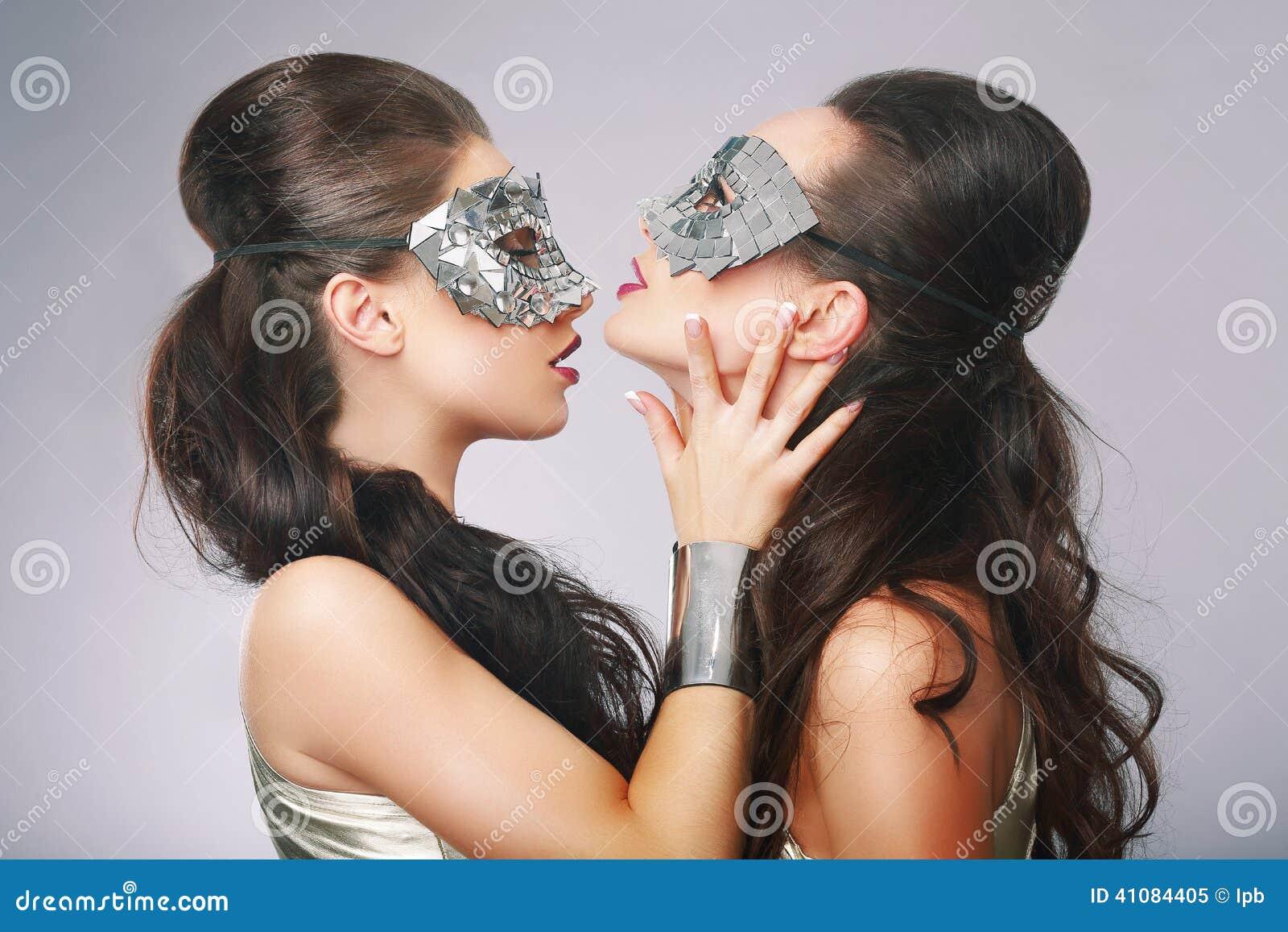 Galanteryjne kobiety w Nadrealistycznych Stylizowanych srebro maskach