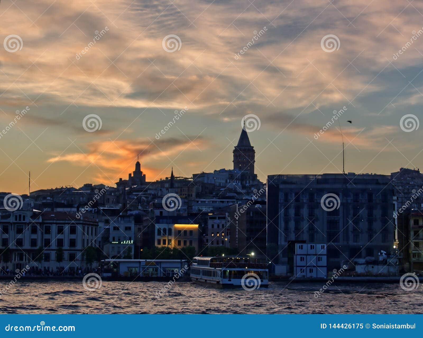 Galata torn från Bosphorusen