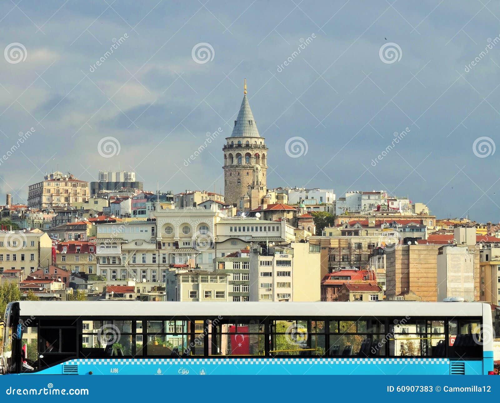 Galata wierza Widok od Eminonu terenu istanbul indyk