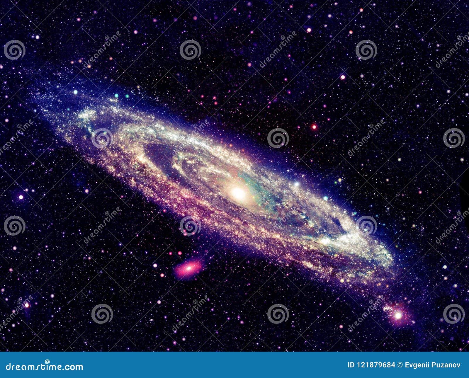 Galaxia espiral que brilla intensamente en espacio
