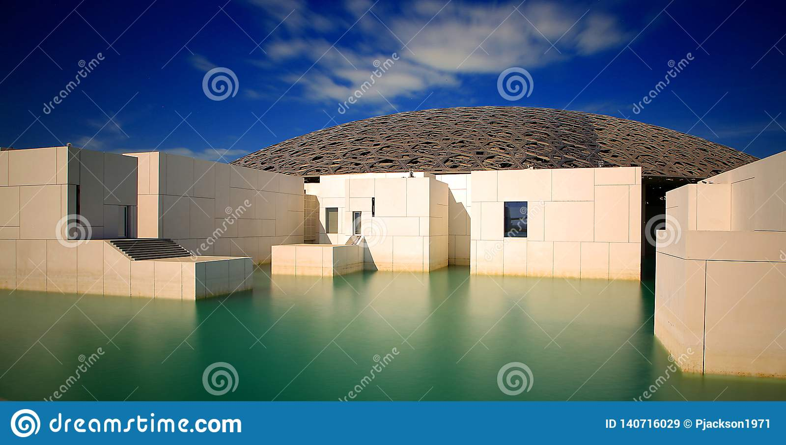 A galeria de arte do Louvre em Abu Dhabi
