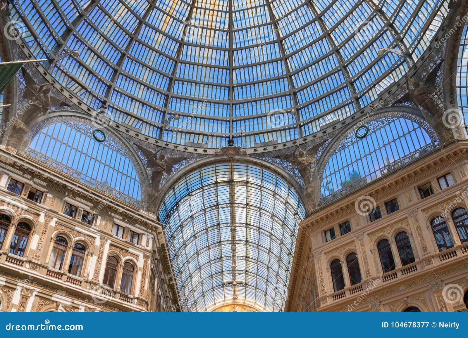 Galeria Umberto mim, galeria pública da compra em Nápoles